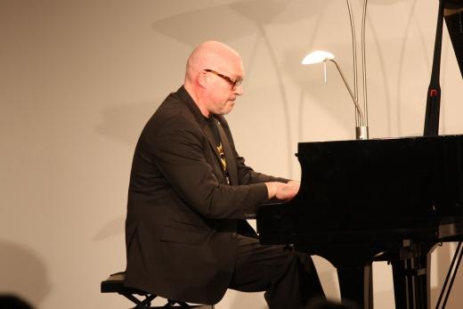 Absolute Stille – begeistert lauschten die Menschen dem Pianisten Andreas Woyke.